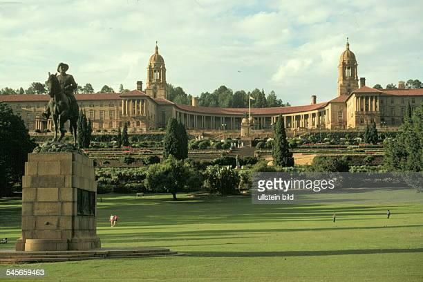 Regierungsgebäude und Reiterstandbild desBurengenerals L. Botha in Pretoria- 1990