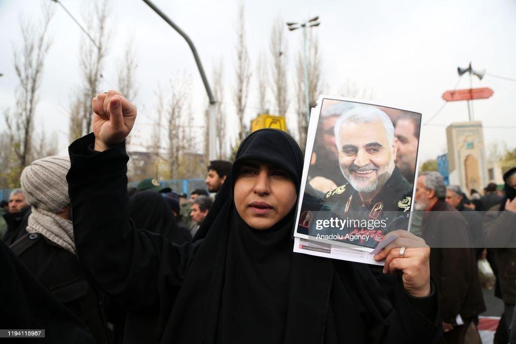 Regime Supporters protest against U.S. in Iran : Nieuwsfoto's