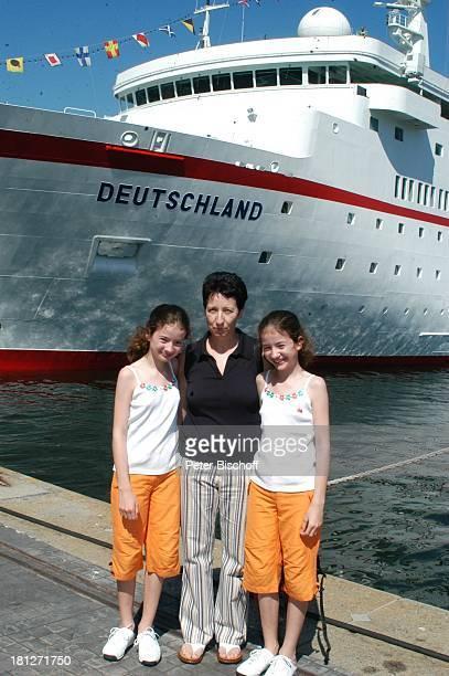 Regina Brardt Tochter Katrin Brardt ZwillingsSchwester Wiebke Brardt vor den Dreharbeiten zur ZDFReihe Traumschiff Folge 53 Botswana Kapstadt...