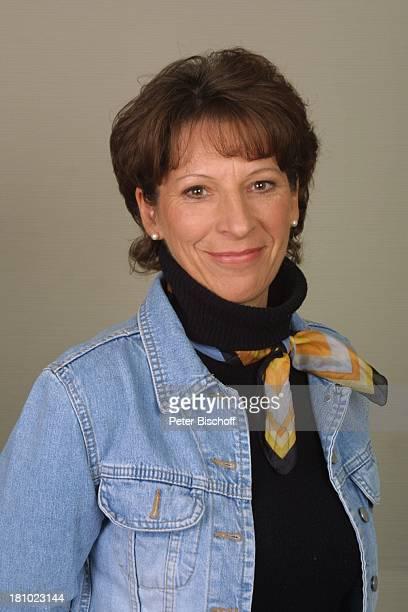 Regina Räthel Porträt ARDSendung Das Wort zum Sonntag Portrait Jeans Jeansjacke Sprecherin WDRStudio in Köln Promis Prominenter Prominente
