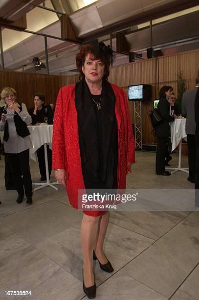 Regina Ziegler Bekommt Besondere Ehrung Von Deutscher Volkshochschulverband Für Verdienste Um Die Entwicklung Des Fernsehens