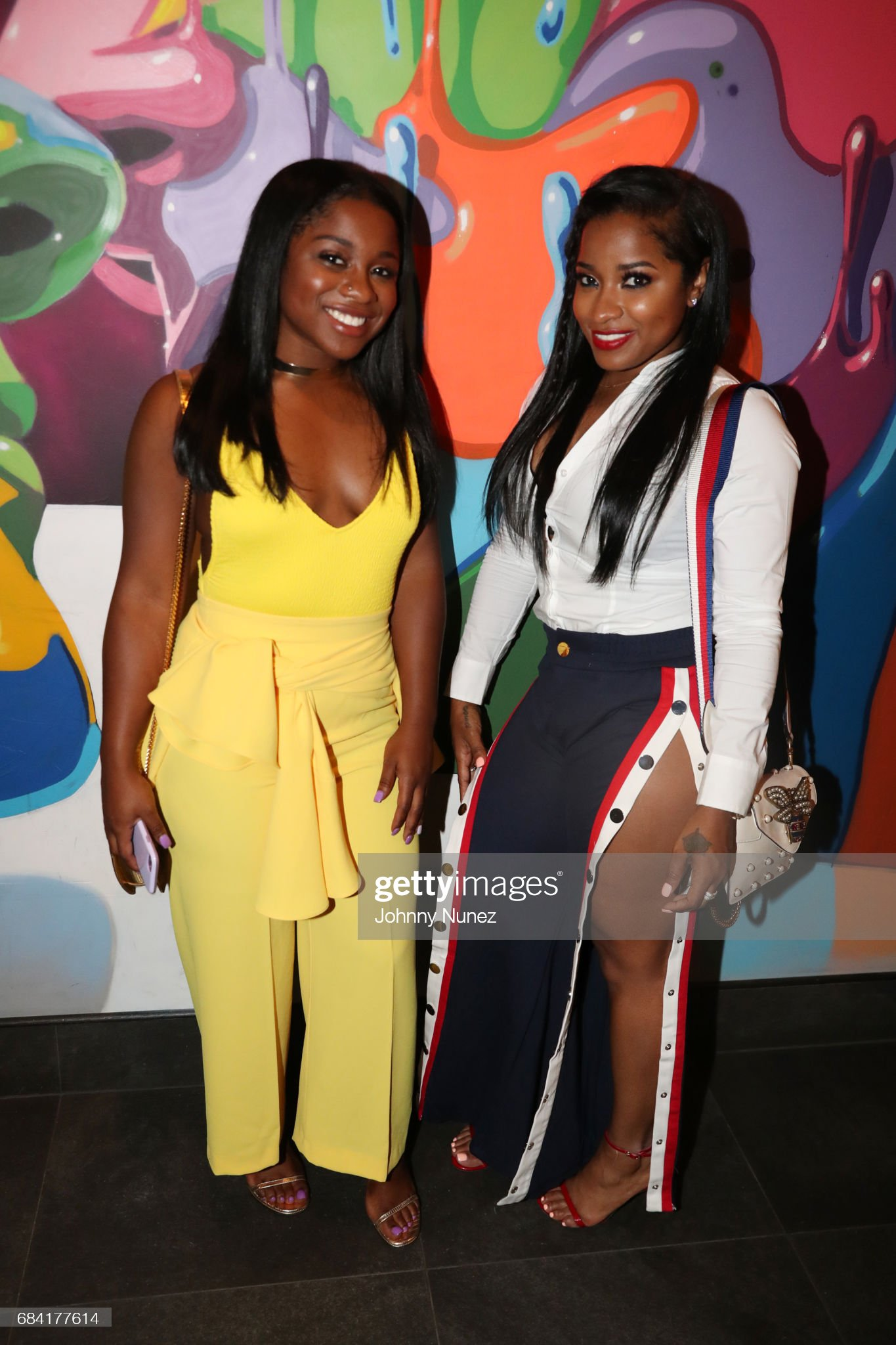¿Cuánto mide Toya Wright (Antonia)? - Real height Reginae-carter-and-antonia-wright-attend-the-growing-up-hip-hop-new-picture-id684177614?s=2048x2048