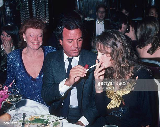 Regine Julio Iglesias and date during Party at Regine's February 16 1984 at Regine's in New York City New York United States