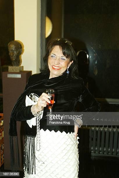 Regine Sixt Beim Konzert Zum 80 Geburtstag Von Vicco_Von_Bülow In Der Deutschen Oper In Berlin Am 201103
