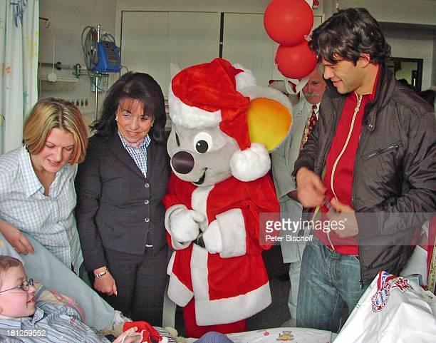 Regine Sixt Michael Ballack Krankenschwester EuropaParkMaus Patient CharityBesuch München 'Klinikum Großhadern' Kardiologie FußballStar FußballProfi...