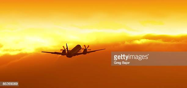 regional airliner in flight - greg bajor stock pictures, royalty-free photos & images