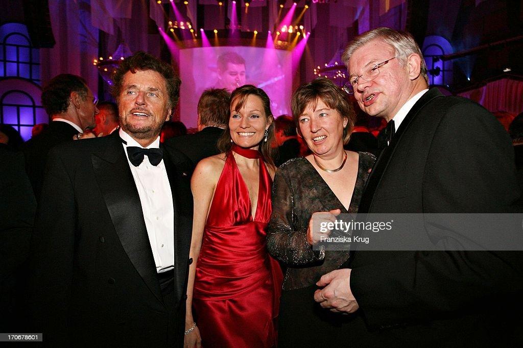 Regisseur Dieter Wedel (L)Mit Freundin Dominique Voland Und Cdu Politiker Roland K : News Photo