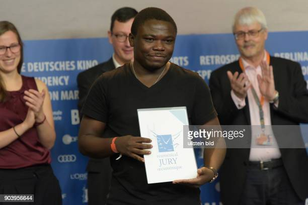Regisseur Dieudo Hamadi mit dem Preis der Ökomenischen Jury für den Film Maman Colonelle anlässlich der Preisverleihung der Unabhängigen Jurys...