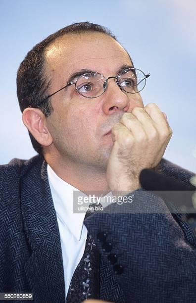 Regisseur Guiseppe Tornatore während einer Pressekonferenz anlässlich der 51 Internationalen Filmfestspiele in Berlin