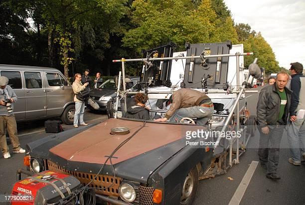 Regisseur Micky Sülzer , Daniel Warwick , Mitglieder Dreh-Team, Dreharbeiten zum Internet-Musik-Video für Auto-Leasing-Kampagne mit J o h n n e s H e...