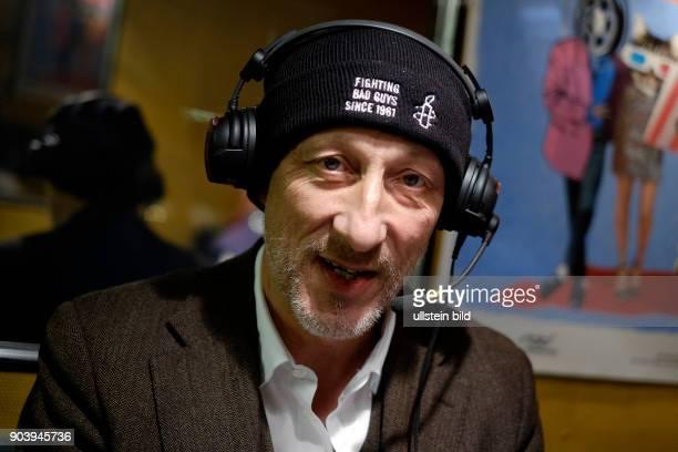 Regisseur Oliver Hirschbiegel zu Gast im RadioEinsBus am Rande der 67 Berlinale