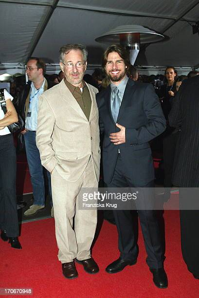 Regisseur Steven Spielberg Und Tom Cruise Bei Der Premiere Von 'Minority Report' In Berlin 260902