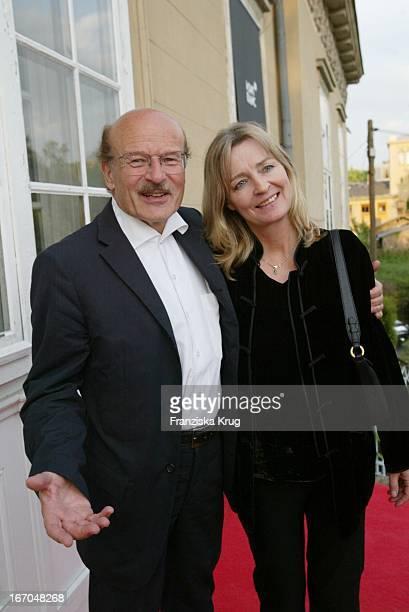 """Regisseur Volker Schlöndorff Und Ehefrau Angelika Bei Der Verleihung Des """"Montblanc De La Culture Arts Patronage Award 2003"""" Im Palais Lichtenaau In..."""