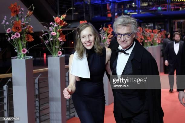 Regisseur Wim Wender mit Ehefrau Donata anlässlich der Eröffnung der 67 Berlinale mit dem Film DJANGO