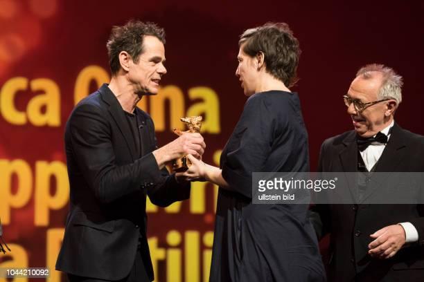 Regisseurin Adina Pintilie mit dem Goldenen Bären für TOUCH ME NOT anlässlich der Preisverleihung 68 Internationalen Filmfestspiele Berlin