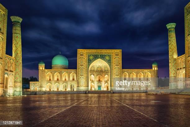 registan square samarkand uzbekistan sher-dor madrasah at night - persian culture stock pictures, royalty-free photos & images