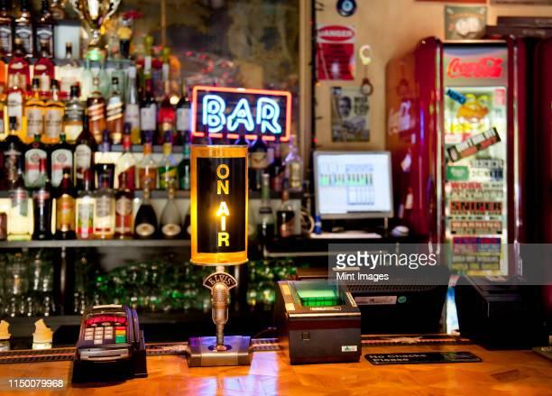 register at an american style bar - estland bildbanksfoton och bilder