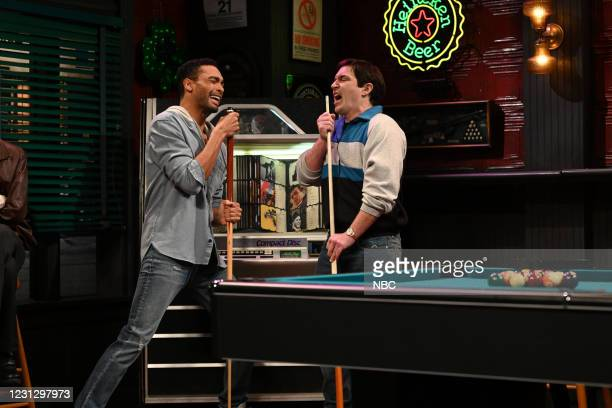 """Regé-Jean Page"""" Episode 1798 -- Pictured: Host Regé-Jean Page and Beck Bennett during the """"Pool Hall"""" sketch on Saturday, February 20, 2021 --"""