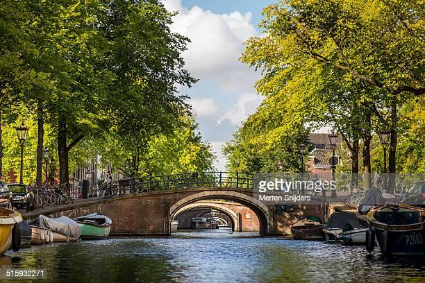 reguliersgracht famous for the seven bridges - merten snijders stock-fotos und bilder