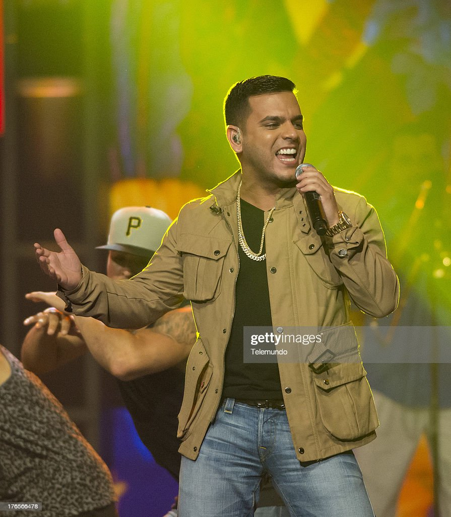 Tito El Bambino rehearse(s) for the 2013 Premios Tu Mundo, from the American Airlines Arena in Miami, Florida , August 14, 2013 -- (Photo by: Gary I Rothstein/Telemundo) ..PREMIOS TU MUNDO 2013 -- Ensayo -- Imagen: Tito El Bambino ensayando para los Premios Tu Mundo 2013, desde el American Airlines Arena en Miami, Florida, 14 de Agosto, 2013 --