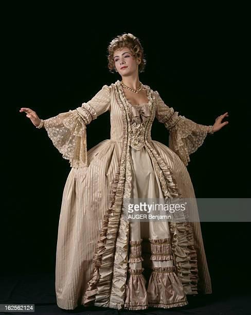 Rehearsals Of The Play 'Je M'Appelais Marie Antoinette' By Robert Hossein En France à Paris en septembre 1993 lors des répétitions de la pièce 'Je...