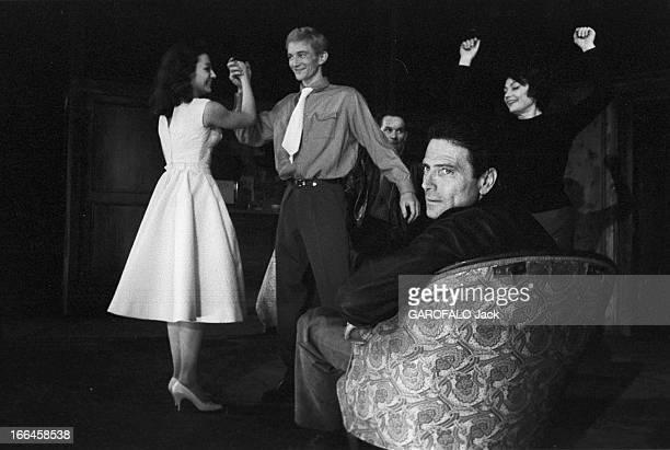 Rehearsals Of The Theater Play ' Vu Du Pont' France Paris 13 mars 1958 les répétitions pour la pièce de théâtre 'Vu du pont' écrite par le dramaturge...