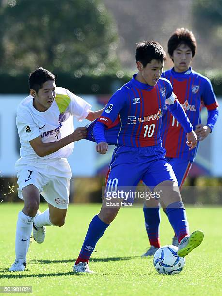 Rei Hirakawa of FC Tokyo U15 Musashi and Ryonosuke Ohori of Sanfrecce Hiroshima Junior Youth compete for the ball during the Prince Takamado Trophy...