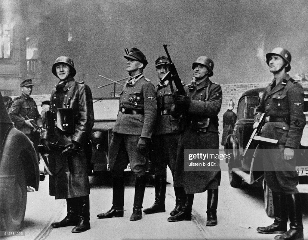 III. Reich, persecution of jews, poland 1939-45, warsaw ghetto uprising 19.04.-: SS-Brigadier (and Maj.Gen. of Police) Juergen Stroop (center / c-in-c of the german units) ) during the fighting in the Ghetto. april 1943