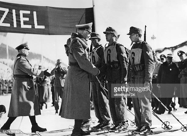 Reichkriegsminister Generaloberst Wernerv Blomberg nimmt die Rückmeldung derdeutschen MilitärPatrouille entgegendie im Wettbewerb den 5 Platz...