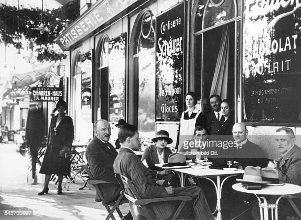 Reichsaussenminister Gustav Stresemann und Mitglieder der deutschen Delegation beim Frühstück im Cafe Scheurer Oktober 1925