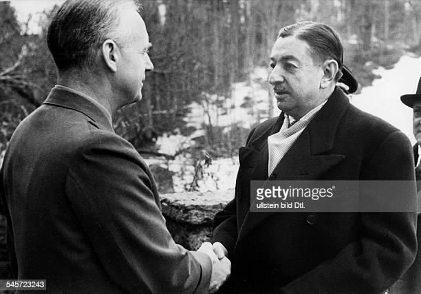 Reichsaussenminister Joachim v Ribbentrop begrüsst Ministerpräsident DragisaCvetkovic auf Schloss Fuschl am Fuschlsee zu letzten Verhandlungenvor dem...