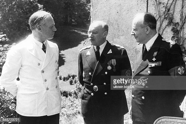 Reichsaussenminister Joachim v Ribbentrop im Gespräch mit demrumänischen Ministerpräsidenten IonGigurtu und Aussenminister MihaiManoilescu auf...