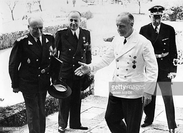 Reichsaussenminister Joachim v Ribbentrop im Gespräch mit demrumänischen Ministerpräsidenten IonGigurtu auf Schloss Fuschl amFuschlsee im...
