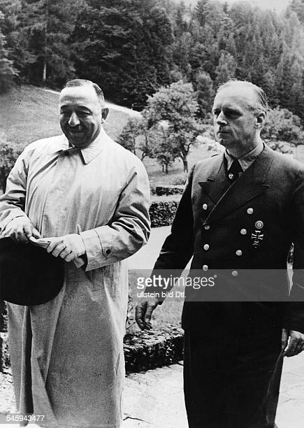Reichsaussenminister Joachim v Ribbentrop und der bulgarischeMinisterpräsident Bogdan Filoff bei der Ankunft auf Schloss Fuschl amFuschlsee