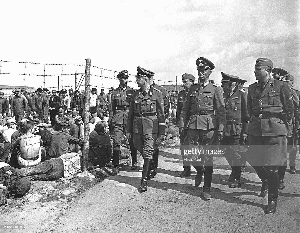 Heinrich Himmler Visiting Russian POW Camp : News Photo