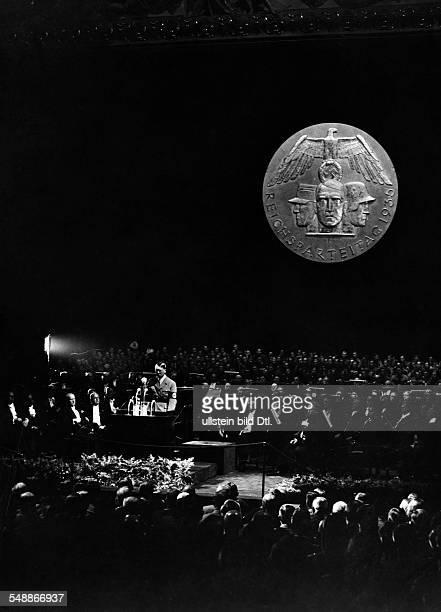 ' Reichsparteitag der Freiheit ' 1935 Adolf Hitler waehrend seiner Rede auf der Kulturtagung der NSDAP im Opernhaus Aufnahme PresseIllustrationen...