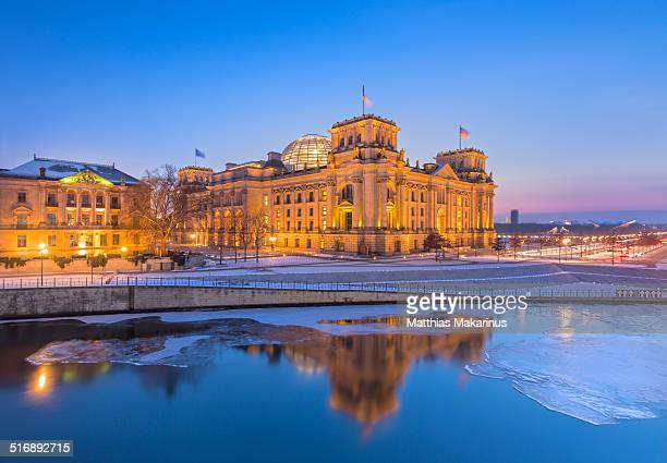 reichstag berlin winter reflection - makarinus stock photos and pictures