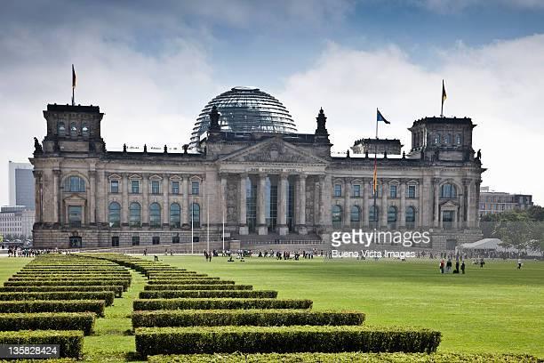 reichstag buidling, berlin, germany - reichstag stock-fotos und bilder