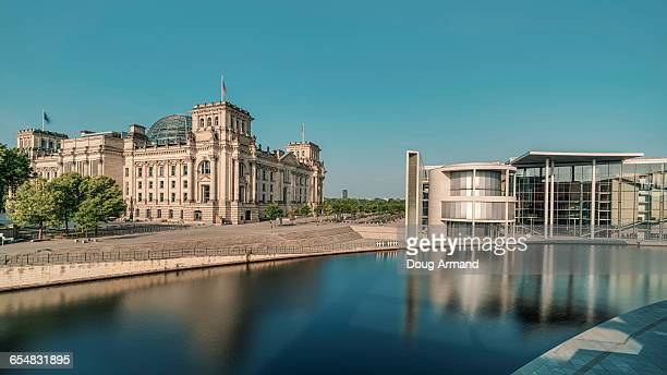 reichstag building and river spree - スプリー川 ストックフォトと画像