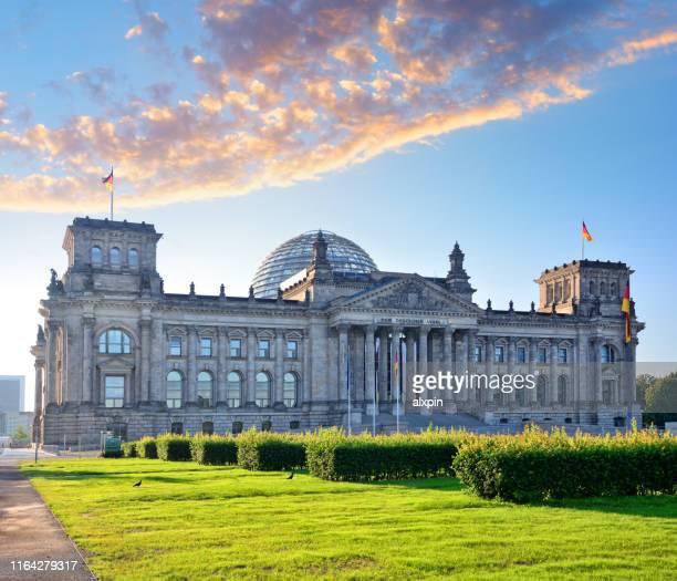 edificio reichstag en berlín - cúpula fotografías e imágenes de stock