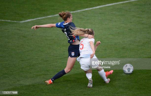Reign defender Celia Jiménez Delgado defends against Chicago Red Stars forward Rachel Hill during a NWSL match between the Chicago Red Stars and OL...