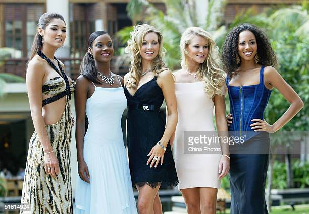 World rosanna diana davison stock photos and pictures getty images reigning miss world rosanna davison is flanked by miss mexico yesica guadalupe ramirez meza who won thecheapjerseys Images