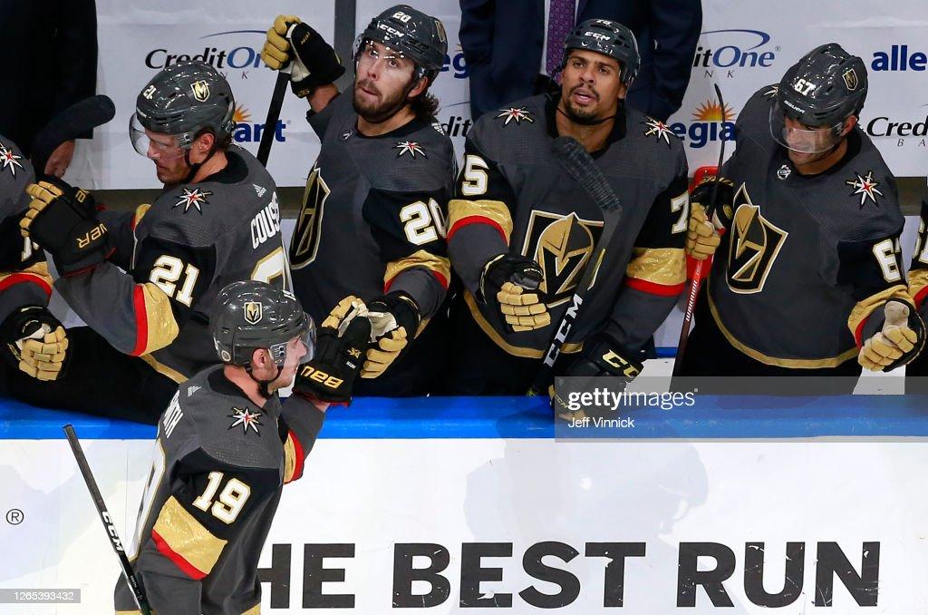 Chicago Blackhawks v Vegas Golden Knights - Game One : Photo d'actualité
