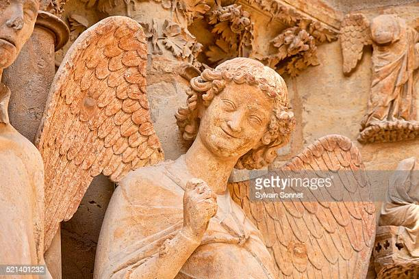 reims cathedral, angel of the smile - reims stock pictures, royalty-free photos & images