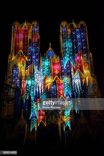 musique et lumiere is the sound and light show at reims cathedral. - reims cathedral stock pictures, royalty-free photos & images