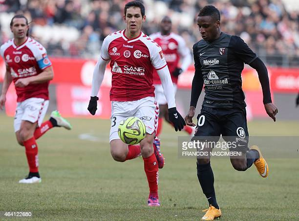 Reims' French Algerian defender Aissa Mandi vies with Metz' French midfielder Bouna Sarr during the French Football match between Reims and Metz on...