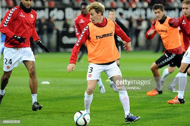Reims players warm up ahead of the French L1 football match Guingamp vs Reims on December 2 2015 at the Roudourou stadium in Guingamp AFP PHOTO FRED...