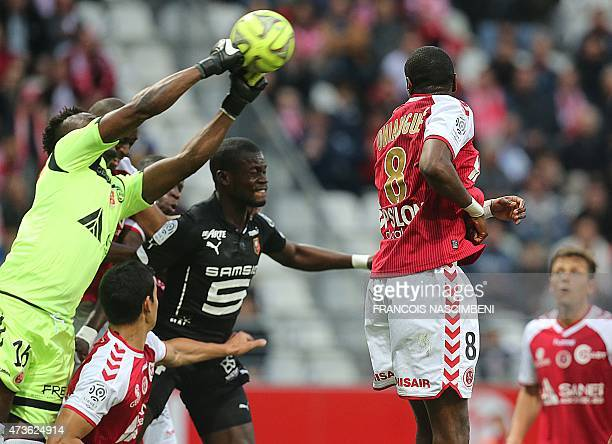Reims' Togolese goalkeeper Kossi Agassa catches the ball in front of Rennes' Senegalese defender Fallou Diagne during the L1 match Reims and Rennes...