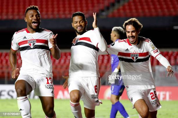 Reinaldo of Sao Paulo celebrates with teammates after scoring the second goal of his team via penalty during a match between Sao Paulo and Rentistas...