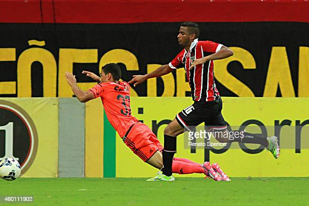 Reinaldo of Sao Paulo tackles James of Sport Recife during the Brasileirao Series A 2014 match between Sport Recife and Sao Paulo at Arena Pernambuco...